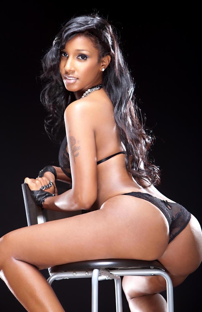 amia miley cable guy