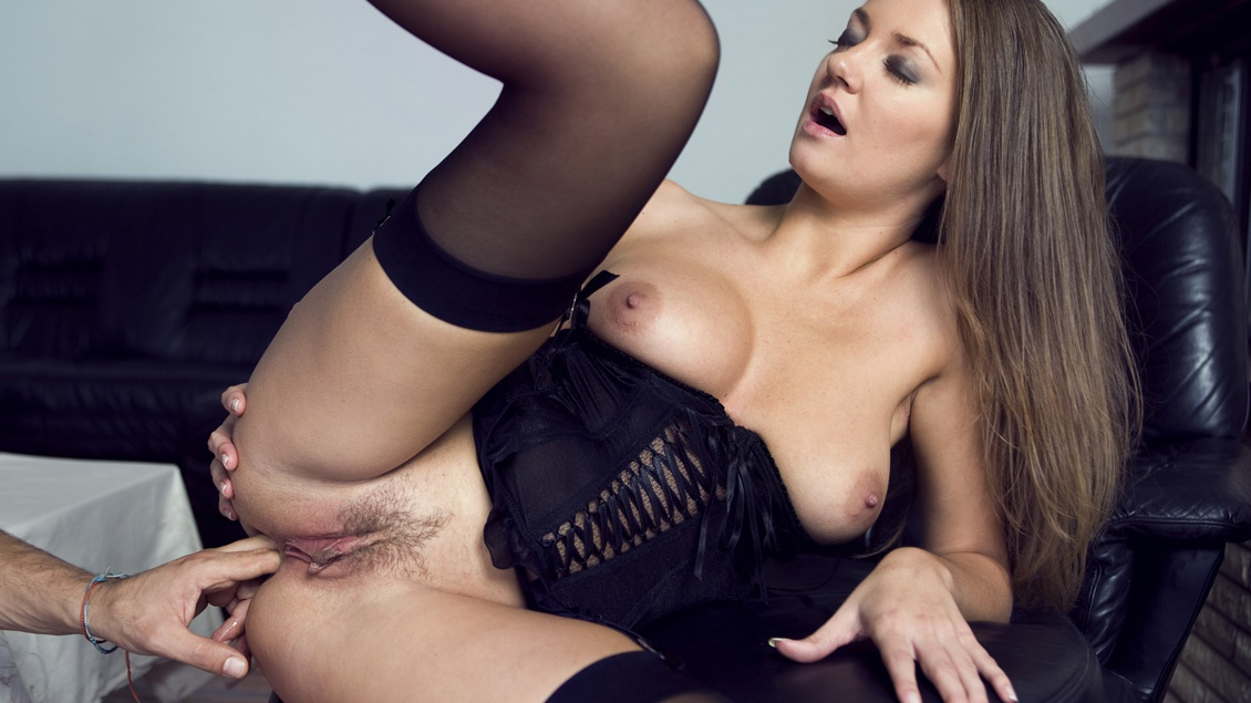 chubby blonde mature nude